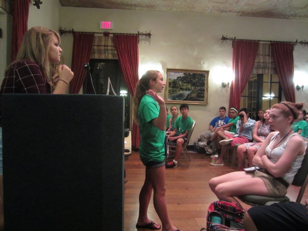 Captain Julia summarizes the round at fellowship.