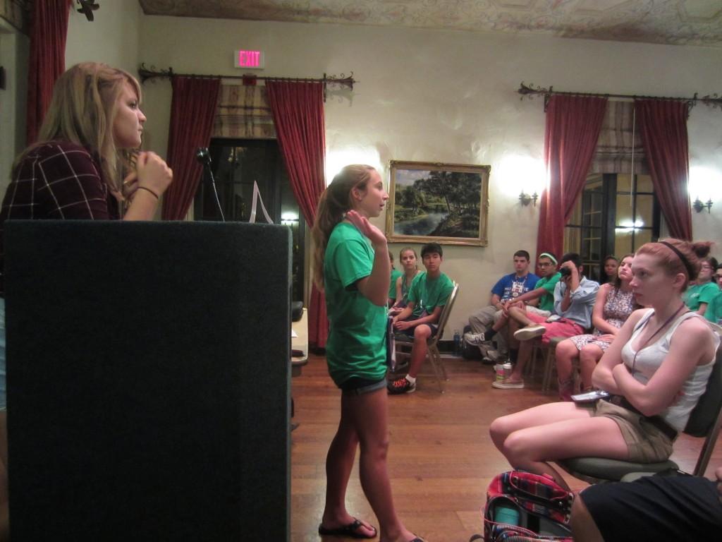 Captain Julia summarizes the round at fellowship.