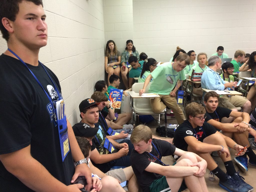 Crowded certamen room